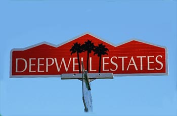 deepwell estate street sign